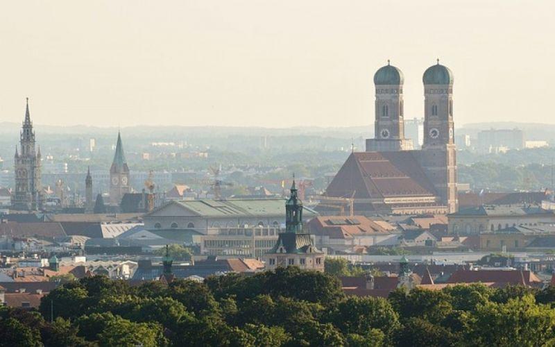 - (c) https://pixabay.com/de/münchen-frauenkirche-bayern-1480745/