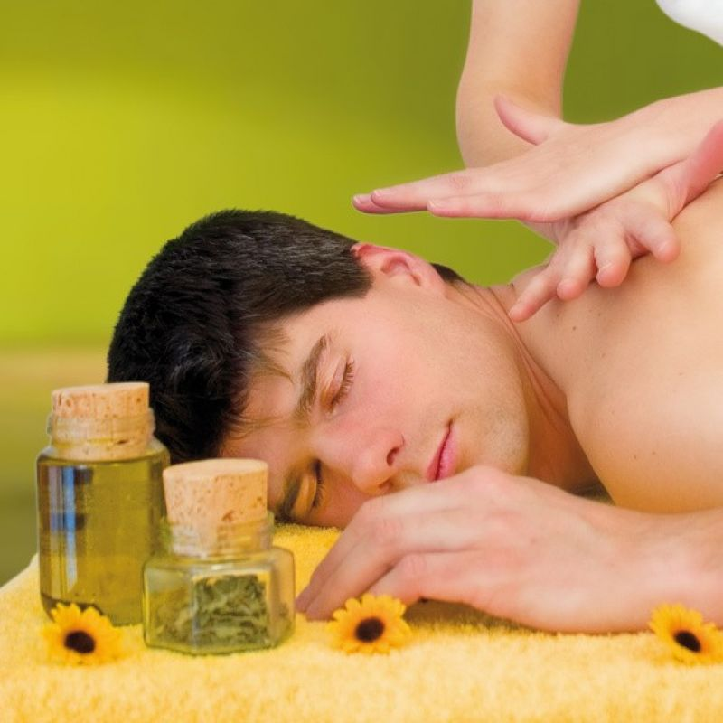 Massage: Oktober Special - Herbstmassage mit Infrarotsauna:  Liebe Kunden, wir bieten Euch unsere Infrarotsauna mit einer herrlichen Massage jetzt aktuell im Oktober an.  Kommt mit Freunden, der Familie oder dem Partner. Ihr könnt gemeinsam eine schöne Zeit bei uns verbringen. Bucht Euch die kleine Auszeit, Euer Körper wird es Euch danken. 20 Minuten Infrarotsauna und 40 Minuten Massage Für nur 50 € p.Person Rufen Sie uns an und sichern Sie sich Ihren Lieblingstermin oder tun Sie Ihren Freunden etwas Gutes und verschenken Sie doch unser Special als Gutschein.  Am Samstag, 19.Oktober 2013:  Lipolyse Beratung und Behandlung in der Körperoase! Frau Dr. med. Jelena Angelovski ist eine erfahrene Ärztin und Expertin im Bereich Fettweg-Spritze.  Sie berät im Einzelgespräch über die Möglichkeiten dieser sanften und sehr effektiven Methode. Wir bitten um vorherige Terminvereinbarung. Wir freuen uns auf Euch! Bis bald Ihr Körperoasen-Team  - Die Körperoase - Stuttgart- Bild 1