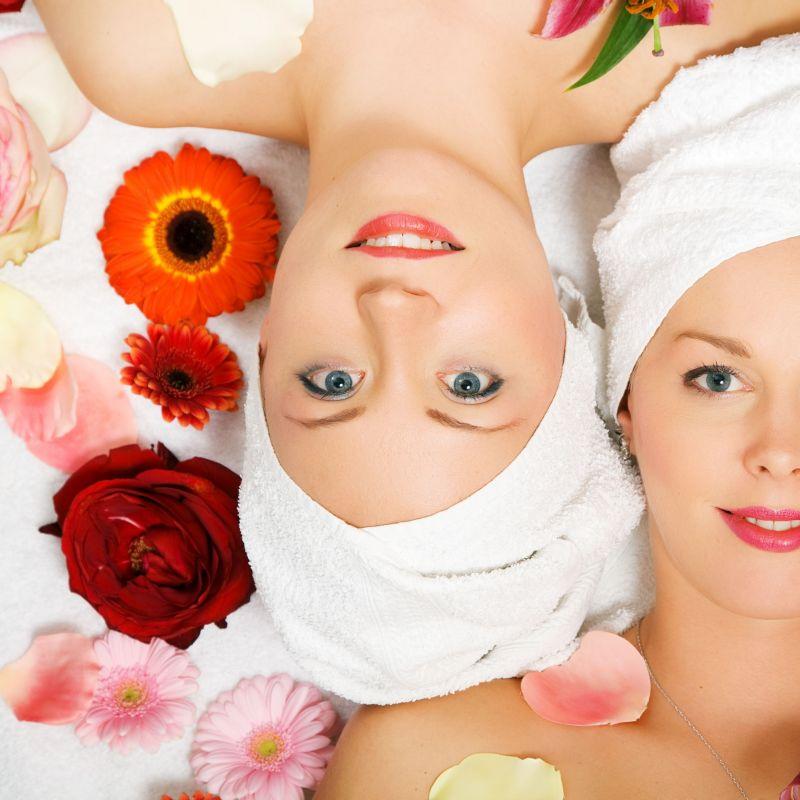 Junggesellinnenabschied:  Gestalten Sie Ihren Junggesellinnenabschied als unvergessliches Erlebnis!  Wellness, gemeinsame Entspannung, Drinks, gute Laune - ein Erlebnis der Extraklasse. Die Körperoase steht während Ihres Aufenthaltes exklusiv nur Ihrer Gruppe zur Verfügung.  Unsere Empfehlung: Welcome Drinks 20 min Relaxen in der Infrarotsauna 15 min Dampfbad-Peeling 30 min Aroma-Massage Schokobrunnen Tee, Edelsteinwasser & Knabbereien Wohlfühlzeit: nach Anzahl der Personen -110 € pro Person Auf Anfrage: Wohlfühlbad, kosmetische Behandlung und Fingerfood - Die Körperoase - Stuttgart- Bild 1