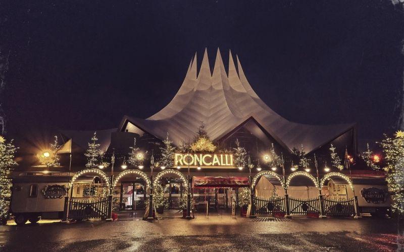 Der Roncalli Weihnachtscircus von Außen - (c) Kai Heimberg