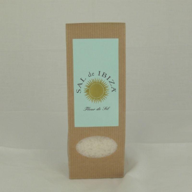 Fleur de Sel von Sal de Ibiza. Das handgeschöpfte Meersalz zeichnet sich durch eine leichte Feuchtigkeit und einen milden Salzgeschmack aus.  - Probieren & Genießen - Mannheim