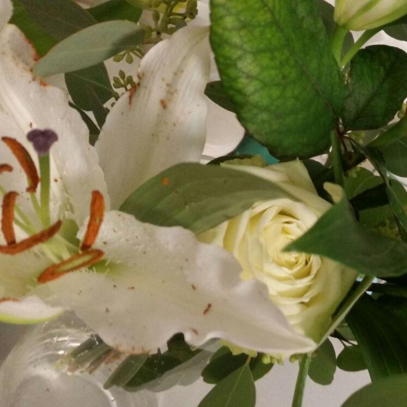 Hurra, hurra heute feiern wir unser Drittes Jahr.  Vielen Dank an all unsere Kunden und danke für die Blumen von meinen tollen Kollegen. Ihr seid super!  - Renata Agler salon - Stuttgart- Bild 1
