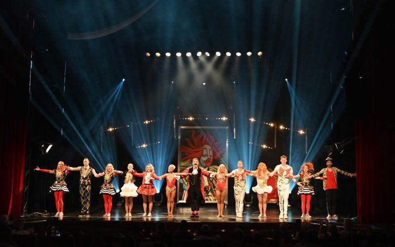 - (c) GOP Variete Theater Bonn / Circus /Ralph Mohr