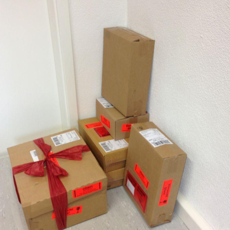 Hinter den Kulissen bei SchwabenLiebe werden Großaufträge  verschickt mit DPD (Pakete), Spedition (Paletten) und wenn's ganz schnell und persönlich gehen soll ....passen auch 70 XL Geschenkboxen in den Kombi und werden ausgeliefert.  - SchwabenLiebe - Stuttgart