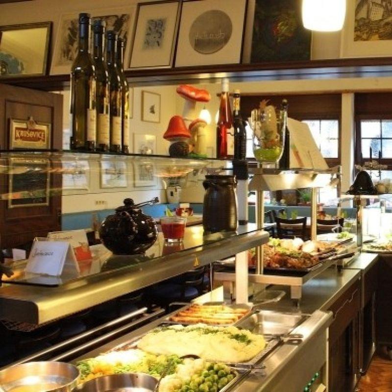 Muschel-Buffet Liebe Gäste,  unser nächstes Muschelbuffet findet am  Freitag, den 23.02.18 ab 18:30 Uhr statt.  Bitte reservieren Sie rechtzeitig !  Tel: 0721/8301881  u.a  Suppe  Diverse Vorspeisen  Muscheln in den Variationen:  Provenciale  Knoblauchrahm  Riesling und Gemüsejulienne  Fenchel und Noilly Prat  Kokosnuss-Zitronengrassauce  ...dazu frisches Baguette und Salat vom Buffet  19,80 € p.P  Wir freuen uns auf Ihren Besuch  Ihr Kurfürst-Team  Februar Samstag, 24.02 ab 18 Uhr  Kurfürst-Buffet  Bitte melden Sie sich rechtzeitig an!!  Tel: 8301881  Schnitzelbuffet Jeden Mittwoch & Donnerstag ab 18 Uhr u.a  Suppe  Vorspeisen  Schnitzel von Schwein und Pute,  Wiener Art und Natur,  dazu:  Bratensauce Zigeunersauce Rahmsauce Champignonrahmsauce Pommes frites Kroketten Teigwaren Salat vom Buffet  12,80 € p.P.   Bitte reservieren Sie rechtzeitg !!  Tel.: 8301881 - Großer Kurfürst - Karlsruhe- Bild 1