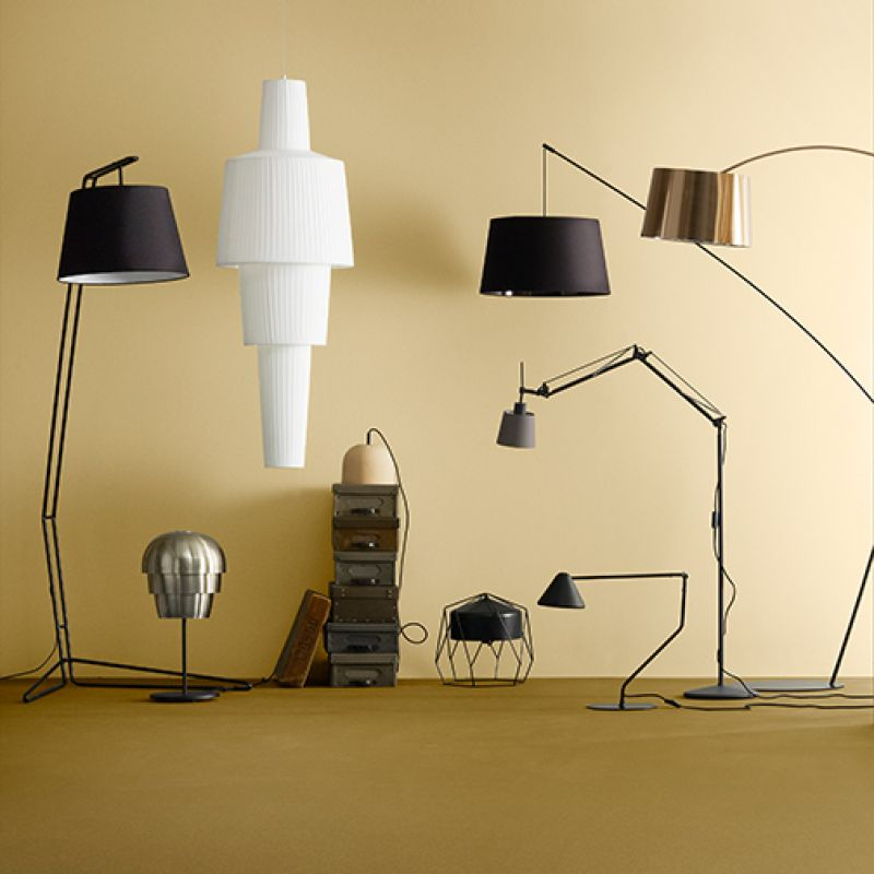 In der dunklen Jahreszeit kommt es auf das richtige Licht an. Unsere Lampenkollektion hält viele verschiedene Modelle bereit, über skulpturale Lampen aus exklusiven Materialien bis hin zu schlichten, industriellen Designs. Auch als Weihnachtsgeschenk machen sich Lampen und Leuchten äußerst gut!   Hier geht es zu unseren Lampen:  http://www.boconcept.com/de-de/accessories/lamps/lamps/all-lamps  bzw.  BoConcept Sindelfingen ist ganz leicht über die A81 zu erreichen. Sie wohnen im Großraum Stuttgart, Reutlingen, Tübingen, Calw, Pforzheim Freudenstadt oder Ludwigsburg - ein Besuch bei BoConcept Sindelfingen ist durch die zentrale Lage garantiert unkompliziert und lohnt sich - kostenfreie eigene Parkplätze.  https://www.facebook.com/bcsifi - BoConcept Sindelfingen - Sindelfingen- Bild 1