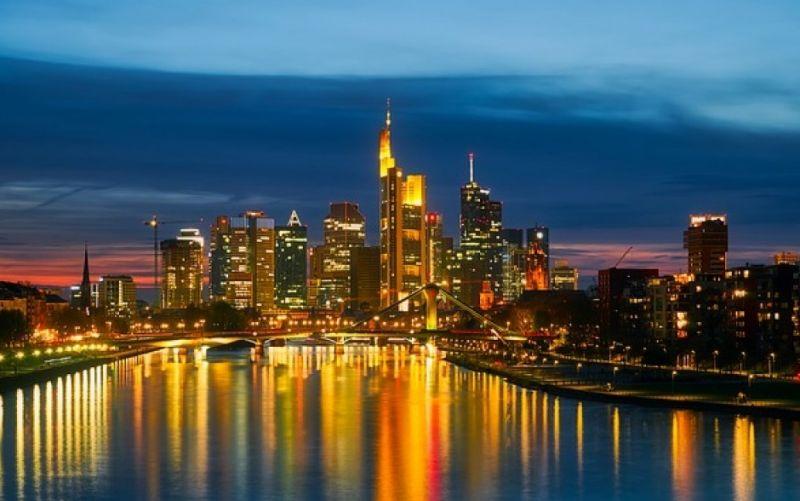 - (c) https://pixabay.com/de/frankfurt-am-main-deutschland-2263351/