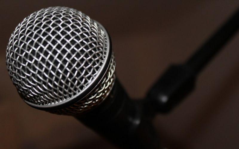 - (c) https://pixabay.com/de/mikro-mikrofon-musik-ton-aufnahme-720897/