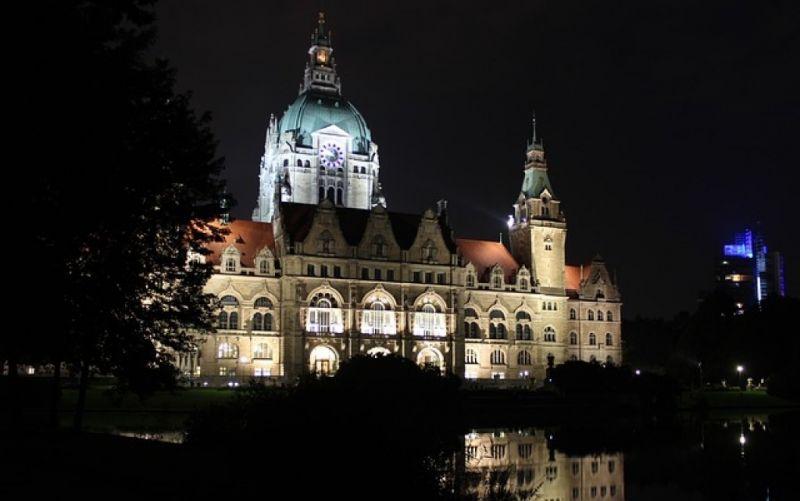 - (c) https://pixabay.com/de/hannover-rathaus-niedersachsen-573425/