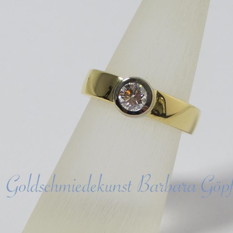 Solitaire-Ring   750 Gelbgoldring mit 750 Weißgoldfassung und 0,5 ct Brillant - Goldschmiedekunst Barbara Göpfrich - Backnang