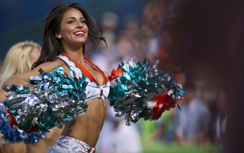 Halbzeit Show - (c) skeeze/https://pixabay.com/de/cheerleader-fußball-professional-654359/
