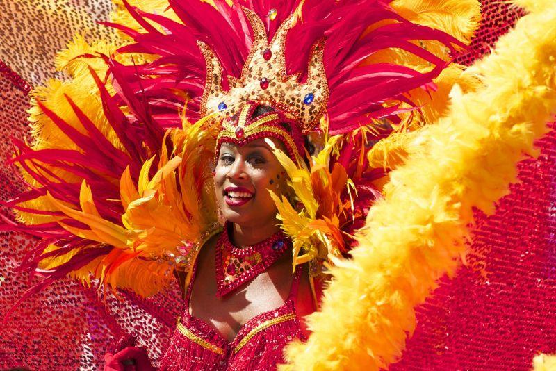 PIXABAY/https://pixabay.com/de/karneval-frau-kostüm-orange-rot-476816/