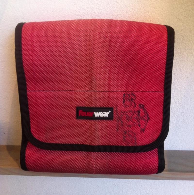 feuerwear - CARL - red - Umhängetasche size: 24 x 24 x 9 cm - LA SEDA Modeschmuck - Köln