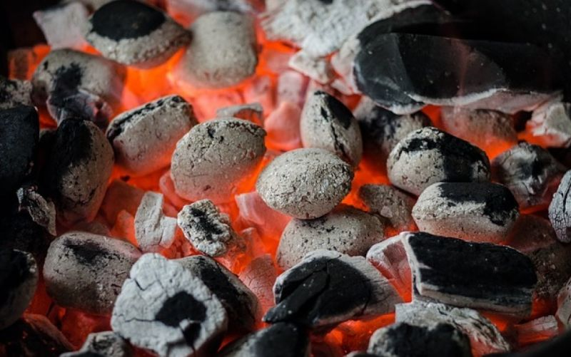 - (c) https://pixabay.com/en/bbq-barbecue-coal-flame-grill-810545/