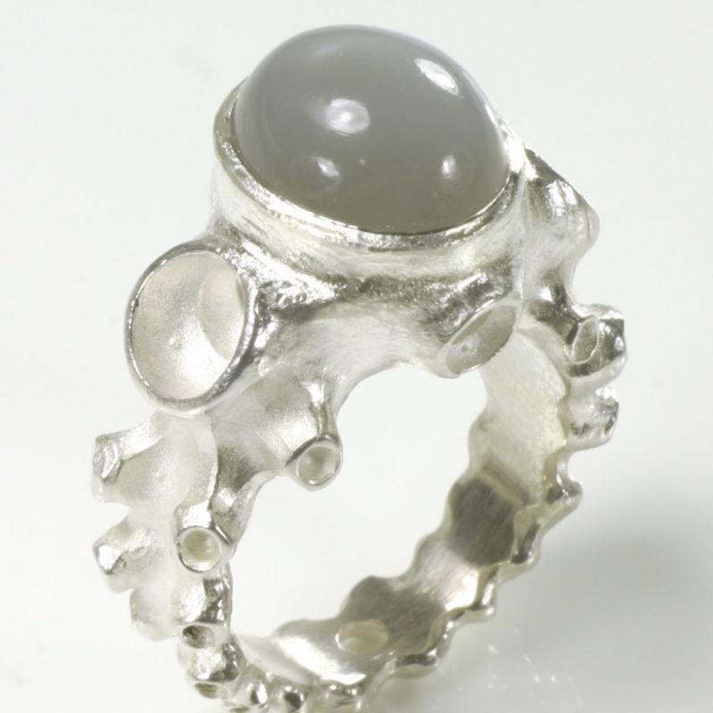 Krakenring, 925- Silber, Mondstein - TRIMETALL Schmuck - Design - Objekte - Köln