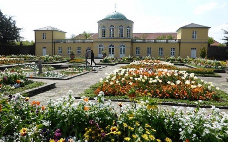 - (c) https://pixabay.com/de/berggarten-hannover-herrenhausen-661829/