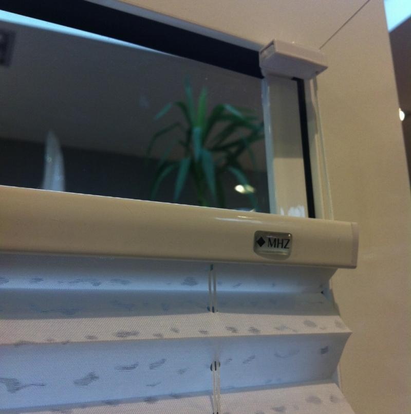 neu mhz klebeschiene f r plissees jalousien raffrollos kein bohren ideal auch f r dreifach. Black Bedroom Furniture Sets. Home Design Ideas