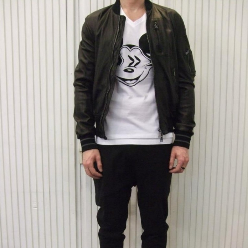 Neil Barrett Leatherjacket - € 1.650,-,- NBF4026 (bovine) TShirt - € 135,- NBF4012 (cotton, mickey) Trousers - € 349,- NBF4034 (cotton/viscose/Lino) - città di bologna - Köln
