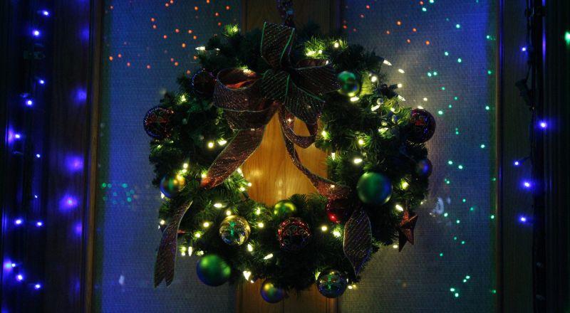 Weihnachten  - (c) Flickr / Chad Sparkes / Weihnachten / https://www.flickr.com/photos/chad_sparkes/23895440655/in/photolist-Cpyo18-CgRtBZ-BrKGvr-BqhqYq-BpZjQY-CeUvtR-BTS62N-BLLLxV-BStBKd-Cc7WuB-BKsHC8-BKnzUH-BKnykF-BFecwr-C9DsBT-BGvYF7-C2LjhA-BUUpqc-B3yT5U-BJ2UZA-Bra8DE-BKMAVz-ATEQ1u-BPjzEn-BCASWS-B3Jb3t-AUiPmz-rP2AxE-qSDHRZ-qDGnd6-qn1Spt-qkajZu-qiPmJe-qiPfVv-qhd6nS-qhd5th-pBwR7B-qf3jXQ-qeVvSB-qeR8Sz-qvv4Qn-qe3X7Q-qt5AVq-CxGM4D-quSpVB-qudPdf-qctLDh-pvQVCw-qam7rG-q9gNjG