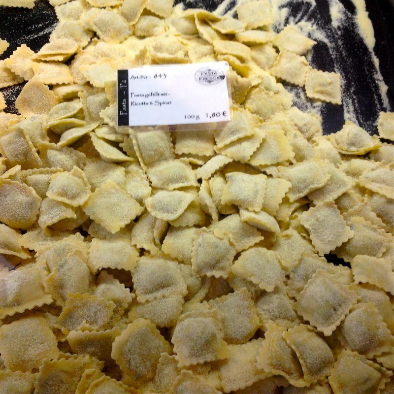 Die Nudel- & Feinkost-Manufaktur - Seien es Spaghetti, Tagliatelle, Tennette, Campanelle, Sagne ricche oder auch Ravioli, Agnolotti oder Triangoli, wir fertigen alle unsere Teigwaren in der hauseigenen Nudel-Manufaktur. - Pasta Fresca & Co Feinkost - Kirchheim unter Teck