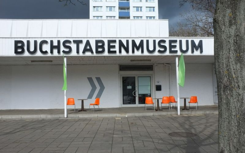 - (c) https://www.flickr.com/photos/sk8geek/17291371052/Buchstabenmuseum/Steven Lilley