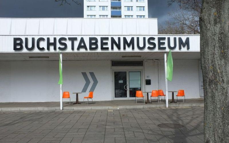 - (c) https://www.flickr.com/photos/sk8geek/17291371052/Buchstabenmuseum/Steven Lilley