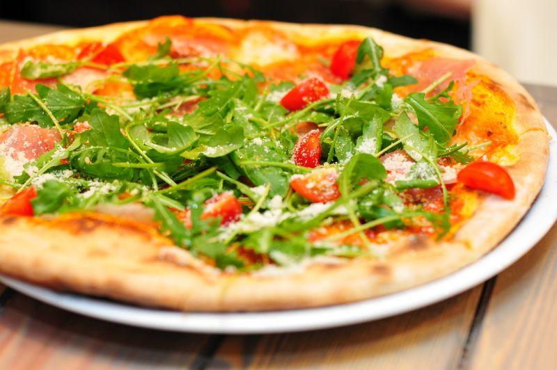 ubik123/ https://pixabay.com/de/pizza-italien-abendessen-711662/