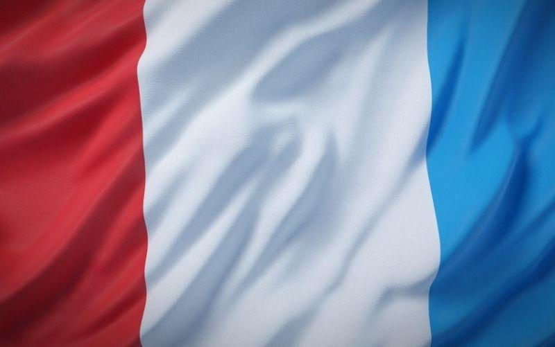 - (c) MurlocCra4ler/ https://pixabay.com/de/frankreich-flagge-nationalflagge-1058699/