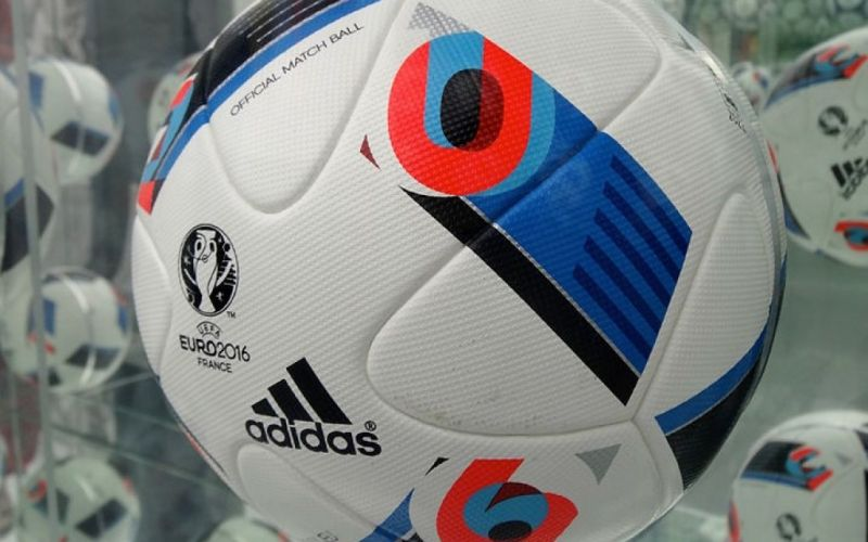 Beau Jeu Euro 2016 ball - (c) https://commons.wikimedia.org/wiki/User:Liondartois