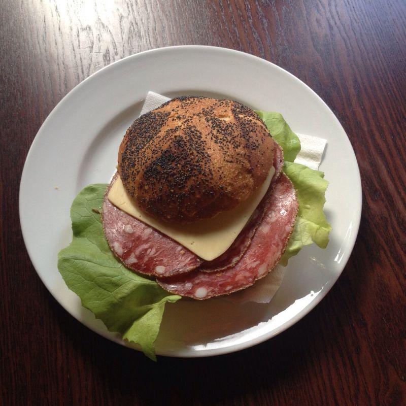 Brötchen mit Salami + Käse - Chez Jerome - Saarbrücken