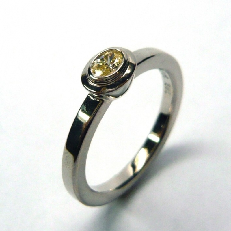 Ring; 585/-Weissgold; Diamant oval, fancy yellow, 0,12 ct. - Marcus Götten Goldschmiedemeister - Köln