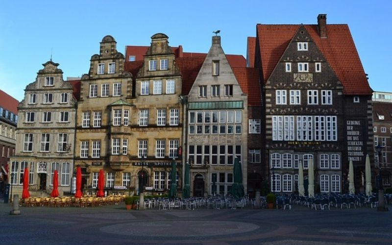 - (c) https://pixabay.com/de/bremen-marktplatz-becks-am-markt-1593148/