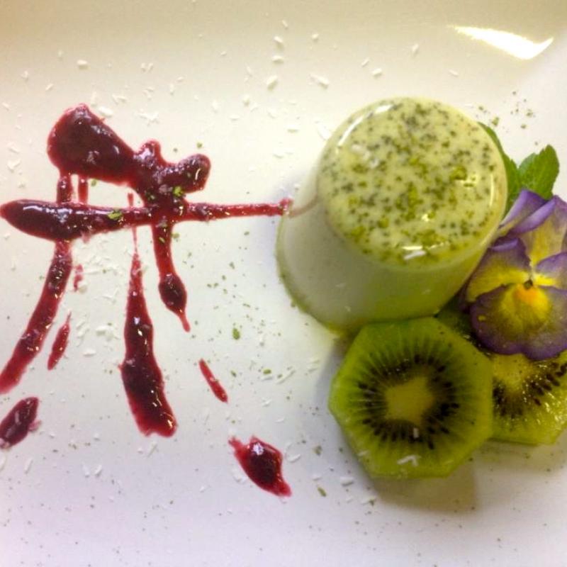 Kokos-Zitronen- Panna Cotta mit grünem Tee - VELO Vegetarisches Restaurant - Heilbronn