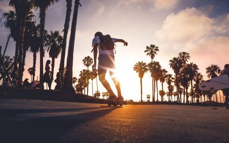 - (c) Unsplash, https://pixabay.com/de/skateboardfahren-sonnenuntergang-1149505/