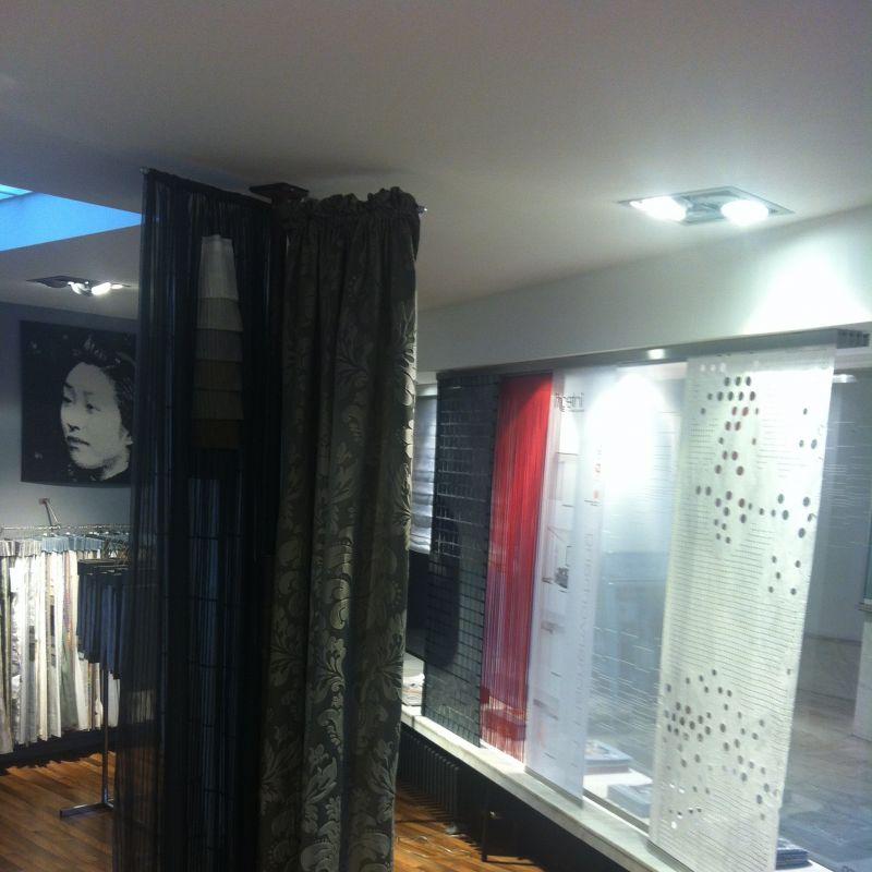 gro e auswahl an gardinen plissees rollos lamellen jalousien und alles was ihr fenster. Black Bedroom Furniture Sets. Home Design Ideas