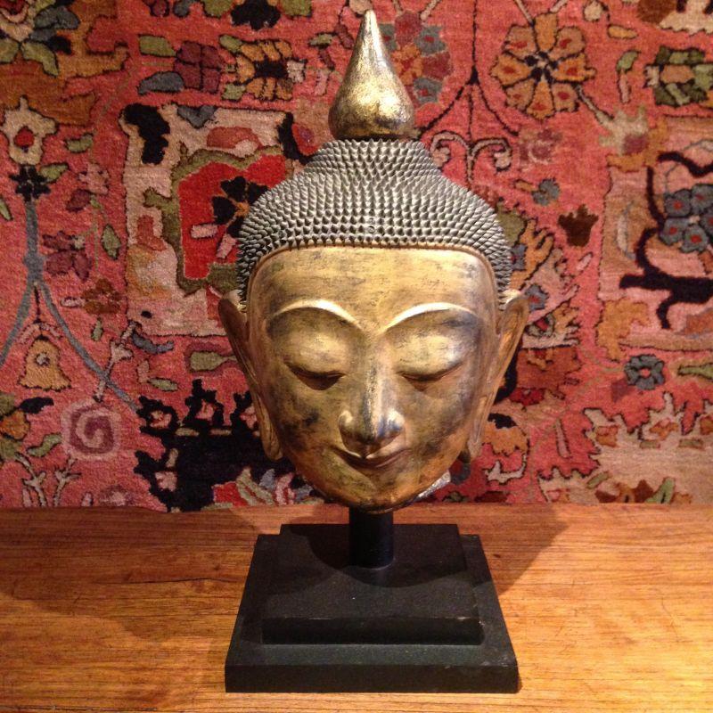antiker Buddhakopf aus Burma - GALERIE ARABESQUE - Teppiche - Textilien - Skulpturen aus Asien und Europa - GALARIE ARABESQUE - Stuttgart