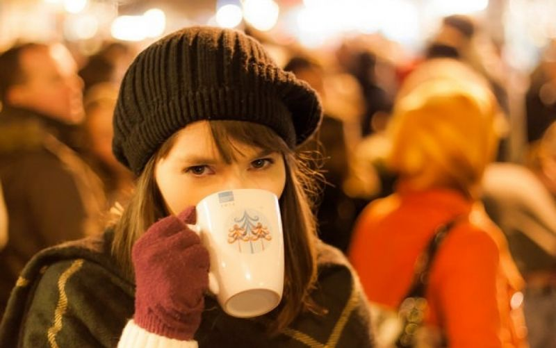 - (c) https://www.flickr.com/photos/112923805@N05/15891995169/Mike Kniec/An Irish Girl at the Christmas Market