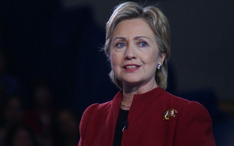 Hillary Clinton  - (c) Flickr / Marc Nozell / Hillary Clinton / https://www.flickr.com/photos/marcn/459273407/in/photolist-GzTZ2-a5sVQC-cotgGJ-4szKhZ-9nyviU-a5Jbvw-9nvy7k-a5sXqu-edQyNu-8REqRx-e8ZTZm-e8UxR4-e91nXG-e91ex3-e919Ym-e8Uz3H-e8ZPBN-e91rPL-edQyNN-e1DR3t-6pDuG4-bX7iCM-e912DE-e91kTG-e8UyoH-e8UHcP-e8Uu26-e8UhWV-e8UoNv-a5sWZj-8QFKVJ-9nyyBy-a5gVuw-76EqzS-e8ZSPs-aRxroH-brsRaZ-5dXHAt-4KJPrV-8RDGPx-e8UpYp-bTxDcp-7z58Nd-adwGWY-e8USZc-7yYgc7-fucHE4-e911vo-8RDLS8-pgWik2