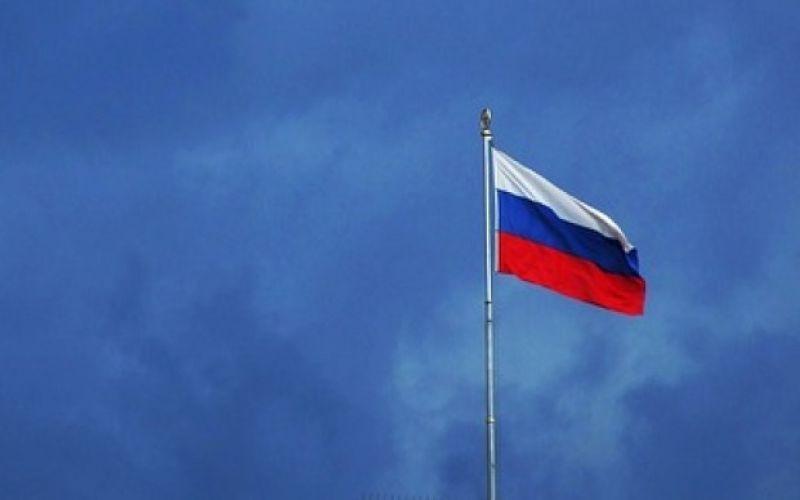 - (c) https://pixabay.com/de/russland-flagge-wolken-gewitter-2192113/