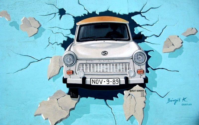 - (c) https://pixabay.com/de/graffiti-berliner-mauer-mauer-trabi-745071/