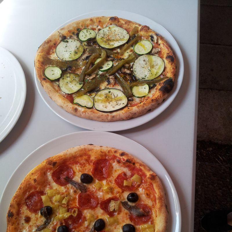 MITTAGSTISCH Täglich außer Dienstag von 11.00-15.00 Uhr  Mittagstisch für 6,50€ Pizza oder Nudeln vor unserer Speisekarte aussuchen kleiner Salat  ist gratis dabei. Wir freuen uns auf Ihren Besuch das Parisi Team - Parisi Ristorante - Pizzeria - Bar - Augsburg