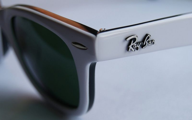 - (c) https://www.flickr.com/photos/seanedwardking/5671947829/White Wayfarer Sunglasses/ Ray Ban