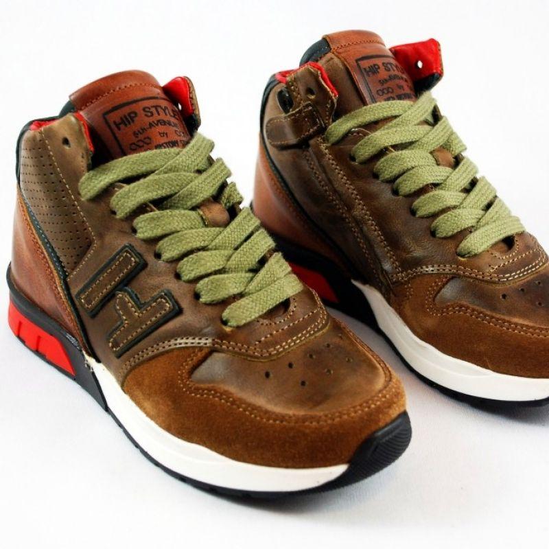 Trendiger Ledersneaker für Jungs und Mädchen in einem schönen Braun. Die Schnürsenkel nur einmal binden, denn der Schuh kann jedes Kind sehr einfach mit dem Reißverschluss öffnen und schließen. Tolle Kinderschuhe in der www.augsburger-schuhkiste.de - Augsburger Schuhkiste - Augsburg