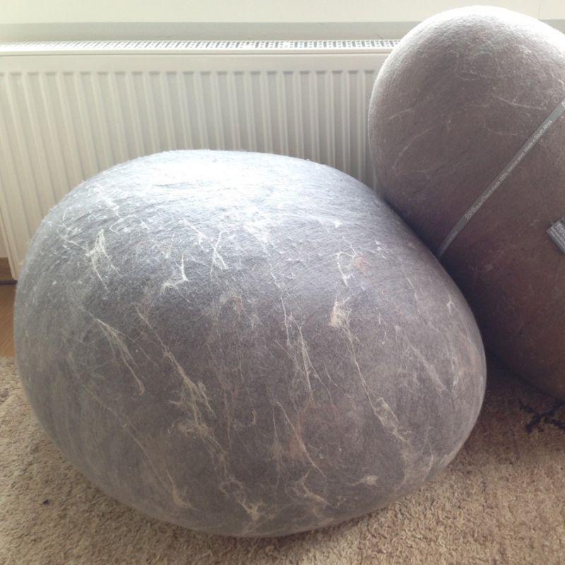 Filzsteine aus neuseeländischer Merinowolle, der Südafrikanischen Designerin: Roneél Jordaan.  Filzstein L in braun (75cm x 70cm x 45cm) wasserabweisend Impregniert für: 250,–€ statt 699,–€  - Astwerk - Augsburg