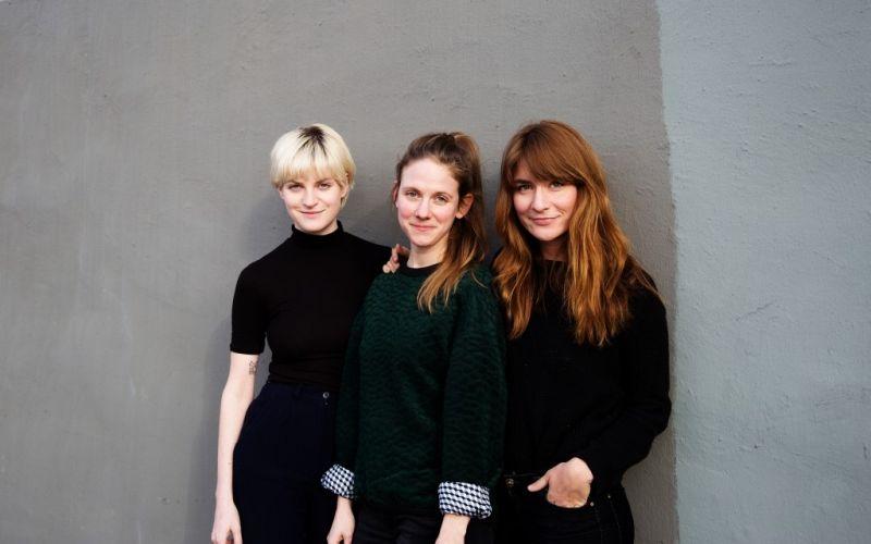 Das KLEIDEREI-Trio (von links: Pola Fendel, Lena Schröder und Thekla Wilkening) - (c) Svenja Pitz