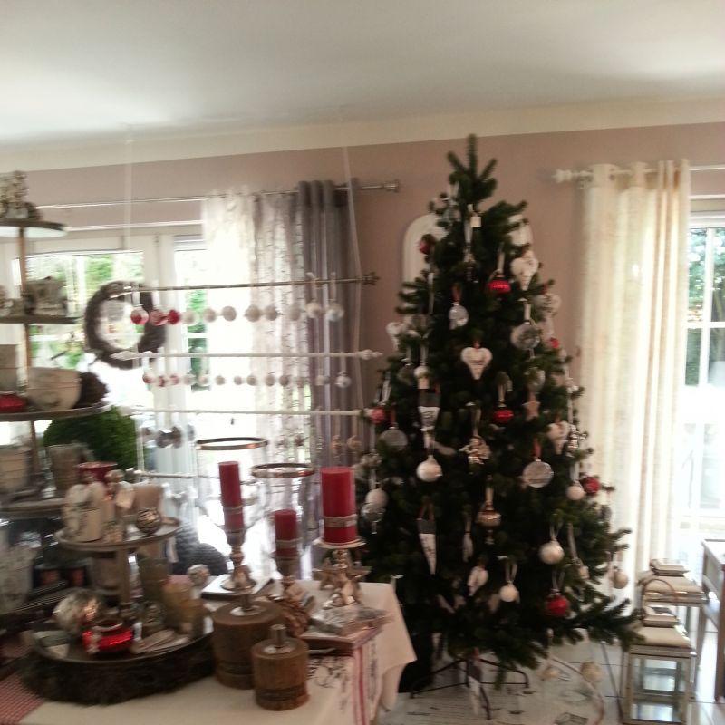Wir bieten Ihnen handgefertigte Möbel, sowie Möbel und Wohnaccessoires vieler hochwertiger Lieferanten wie Sia, Fink, Lene Bjerre, Gilde, Casablanca u.v.m. Wir beraten Sie auch in Ihrem Zuhause und statten mit Ihenn gemeinsam die neue Wohnung aus.  ...wir dekorieren auch Ihren Weihnachtsbaum - Villa Toscana - Schwetzingen