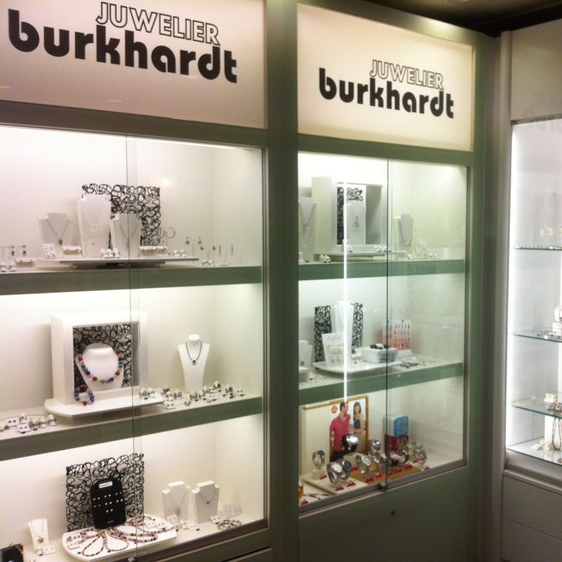 Öffnungszeiten: Mo, Di, Do und Fr 9.30 - 18.30 Uhr Mi 9.30 - 13.00 Uhr Sa 9.30 - 16.00 Uhr - Juwelier Burkhardt - Esslingen