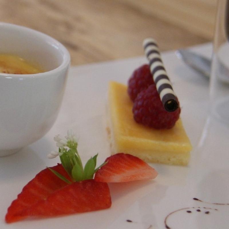 """Als Spezialität bieten wir Ihnen den Espresso """"Goldstück"""" an, zu dem drei kleine """"Versucherle"""" unserer Desserts gereicht werden - Goldstück - Karlsruhe"""