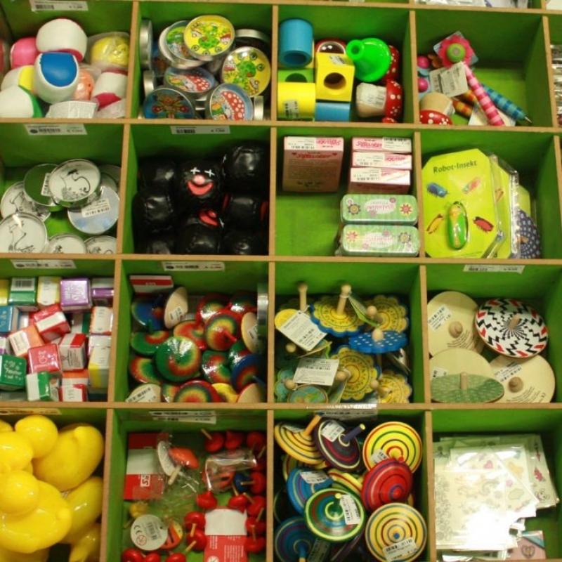 Give aways für Kindergeburtstage und Verlosungen  Kreisel Seifenblasen Flummis und vieles mehr - PAPPNASE & CO. - Stuttgart- Bild 1