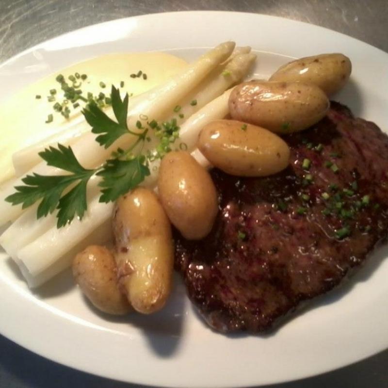 Spargel und Rumpsteak - Carl Theodor Restaurant & Destillathaus - Heidelberg